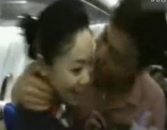 实拍男子飞机上向空姐现场求婚视频